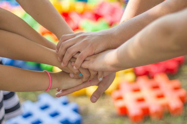 В России официально учрежден День добровольца