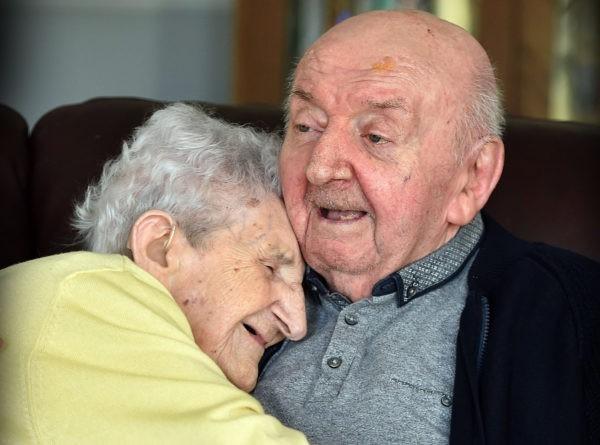 В 98 лет она переехала в дом престарелых, чтобы… ухаживать за сыном
