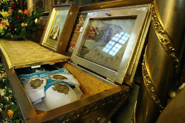 В Храм Христа Спасителя доставили мощи Патриарха Тихона из Донского монастыря