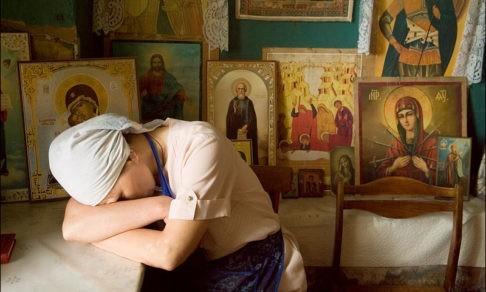 Муж бьет, а духовник говорит: «Терпи и смиряйся». Священник Максим Первозванский — о том, где взять силы на борьбу