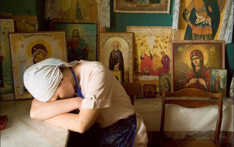 Приюты для жертв есть, а слова «насилие» нет – почему Церковь молчит, когда в семьях бьют и унижают