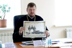 Священники и прихожане Хабаровска выступают за воссоздание Триумфальной арки Николая II