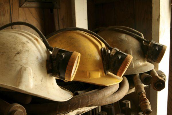 Обрушение на шахте в Кузбассе: три человека заблокированы завалом