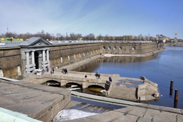 Жительница Петербурга ищет спасших ее из ледяной Невы людей