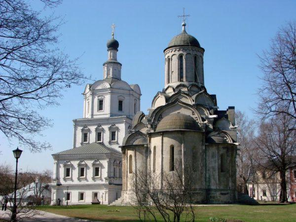 Вандалы попытались срубить поклонный крест Спасо-Андроникова монастыря