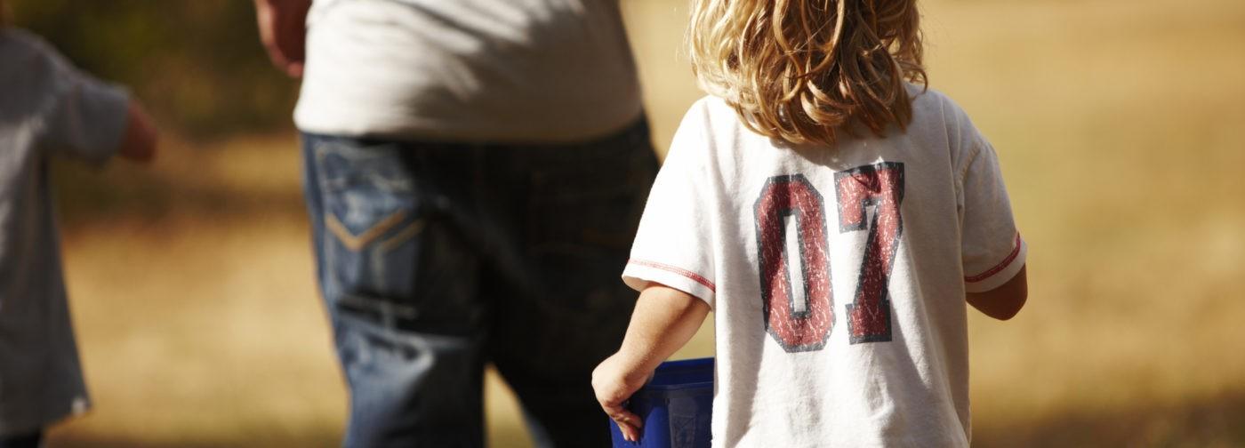 Длинные волосы — больше не угроза: детей в Хакасии вернут маме через 5 дней