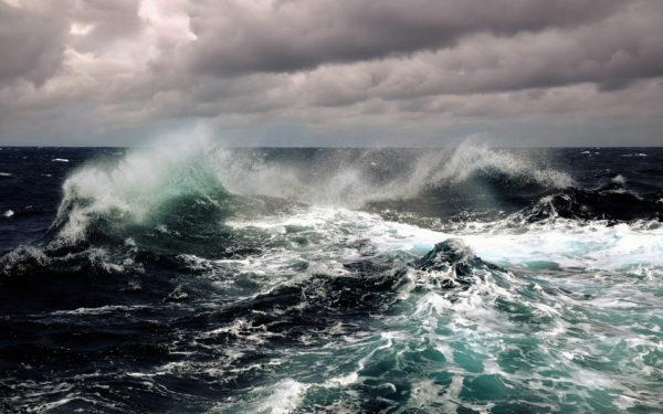 Спасатели потеряли надежду найти живым экипаж «Востока» в Японском море