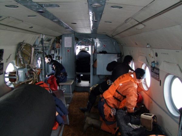 Поиск пропавших рыбаков в Японском море осложняется штормом