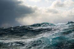 Более 30 человек пропали без вести после столкновения судов у берегов Китая