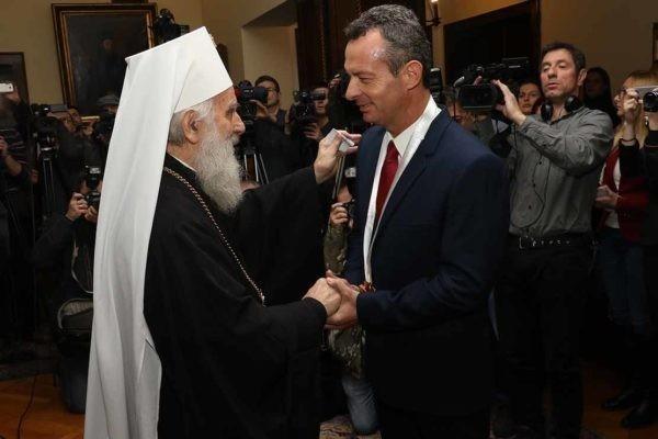 Сербская Церковь наградила греческого отставного офицера за отказ бомбить Югославию
