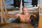 Владимир Путин на Крещение окунулся в прорубь на Селигере