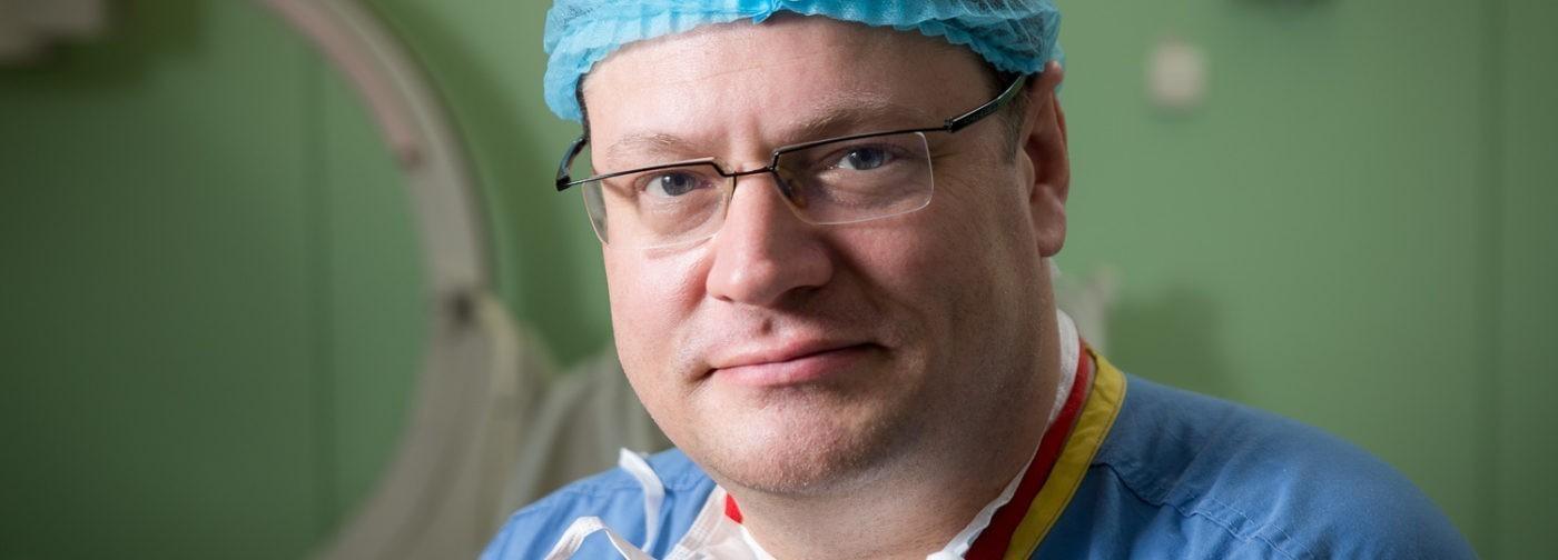 Тимофей Сухинин — врач, пришивший девушке отрубленные руки