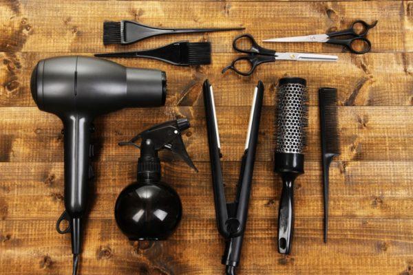 Кемеровские парикмахеры отогрели замерзшую пенсионерку фенами