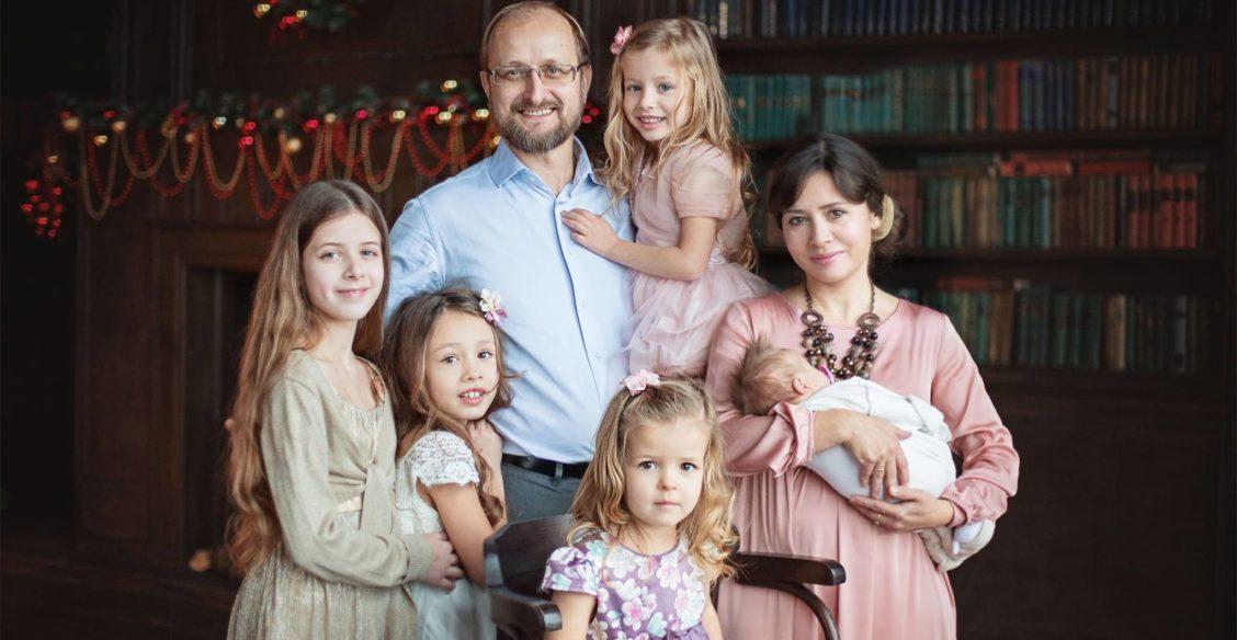 «Одна умная мама знала о воспитании все». Елена Кучеренко – о том, как получить идеального ребенка