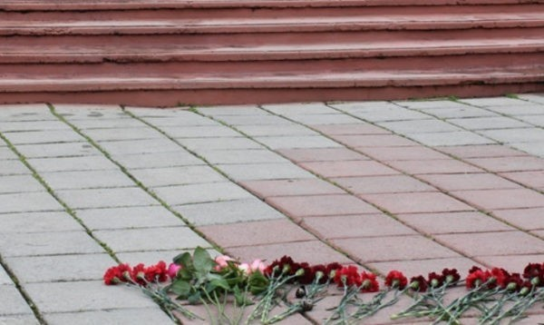 Около пяти тысяч человек пришли проститься с жертвами нападения на храм в Кизляре