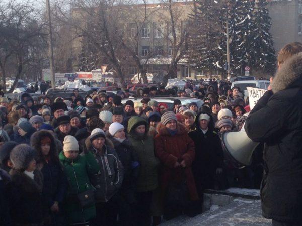 Жители новосибирского поселка вышли на народный сход после гибели двух детей
