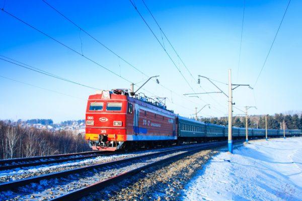 Поезд «Петербург – Мурманск» стал делать лишнюю остановку ради школьницы и ее бабушки