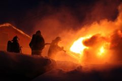 Житель Архангельской области спас из горящего дома три поколения семьи соседей