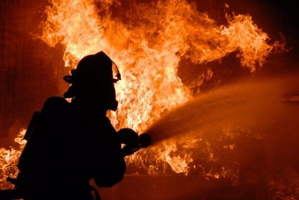 При пожаре в общежитии в Пермском крае погибли шесть человек