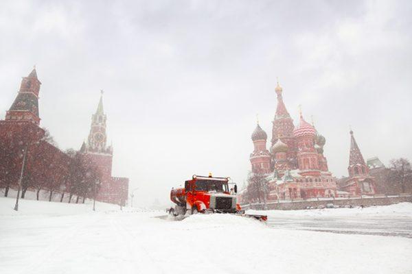 Непогода в Москве: Повалены 2 тыс. деревьев, задержано около 80 авиарейсов