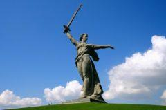 Глава Русской Церкви поздравил россиян с 75-летием победы в Сталинградской битве