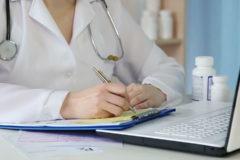 Минздрав предложил декриминализировать работу врачей с наркотиками