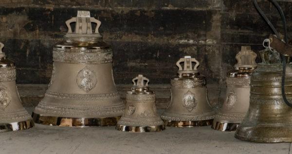 Красноярские байкеры поднимут колокола на звонницу деревенского храма
