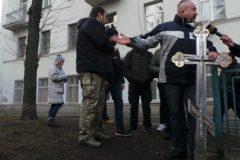 В центре Киева демонтировали поклонный крест, установленный УПЦ