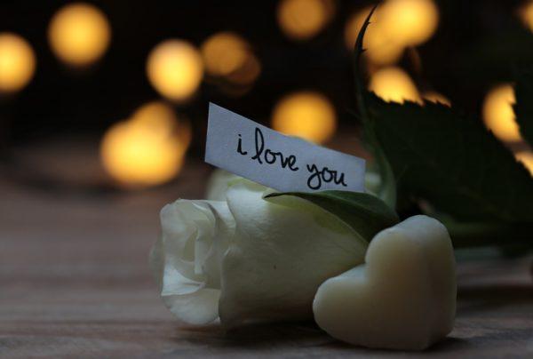 Открытка с розами на день влюбленных