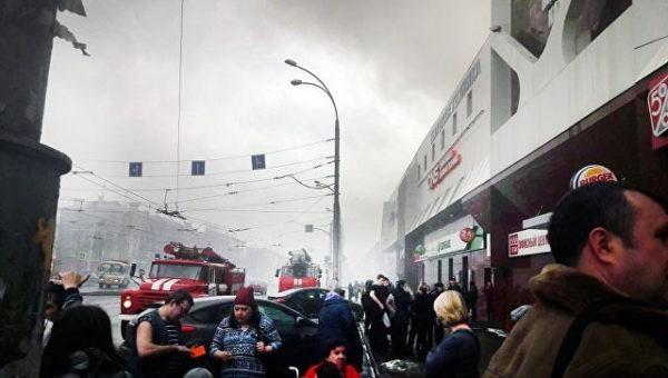 Женщина и три ребенка погибли при пожаре в торговом центре в Кемерове (не подтверждено)