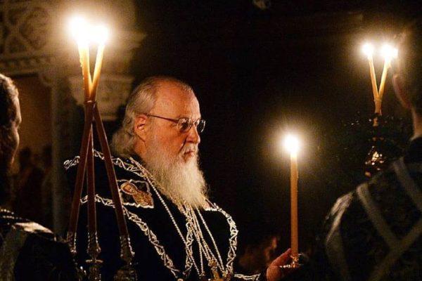 Патриарх Кирилл молится о жертвах пожара в Кемерово и благословляет оказывающих помощь