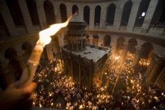 Благодатный огонь из Иерусалима доставят в Россию накануне Пасхи