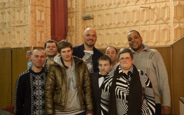 Солист экс-«Песняров» поддержал белорусский интернат для престарелых и инвалидов