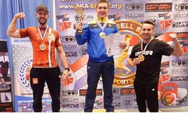 Киевский семинарист вновь стал абсолютным чемпионом по гиревому спорту в США