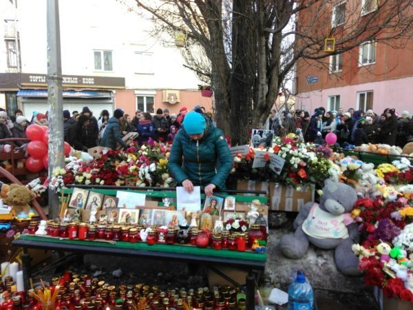 Власти опубликовали списки пропавших без вести и погибших во время пожара в Кемерово