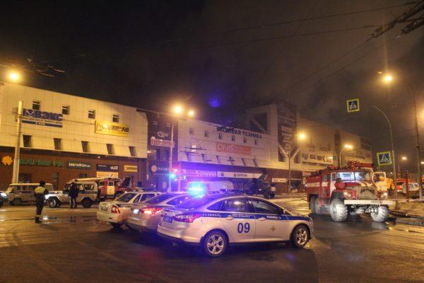 МЧС сообщило о гибели 64 человек при пожаре в кемеровском торговом центре