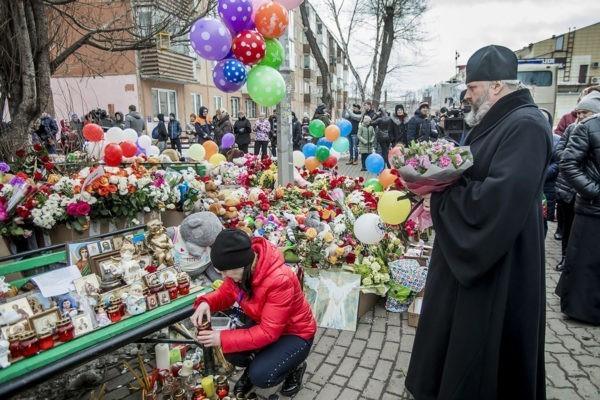 Архиереи Кузбасской митрополии пообщались с родными жертв трагедии в Кемерово