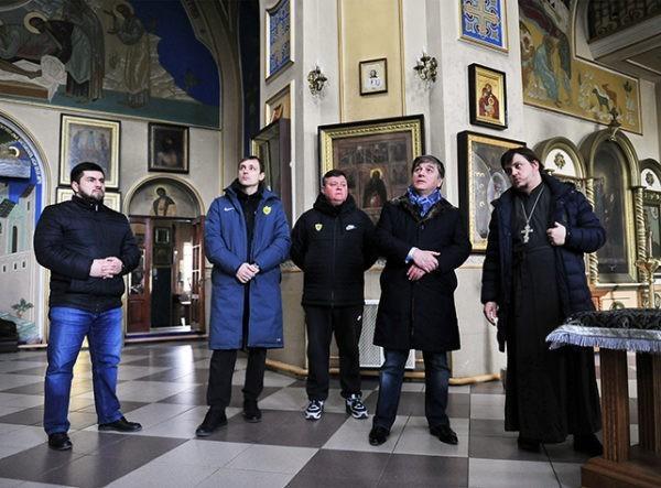 Дагестанский футбольный клуб собрал полмиллиона рублей семьям жертв стрельбы в Кизляре