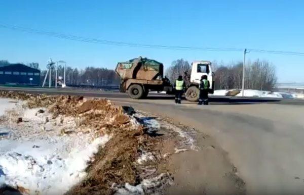 Жители Подмосковья перекрыли дорогу к свалке «Непейно» – туда везут фильтрат из Волоколамска