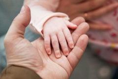 Новый фонд по борьбе с сиротством поддержит малоимущие российские семьи