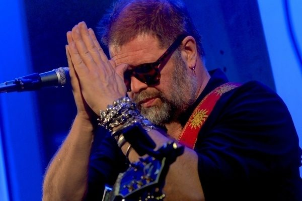 Музыкант Борис Гребенщиков госпитализирован, друзья и коллеги просят молитв о здравии