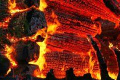 Житель башкирской деревни вынес из горящего дома троих маленьких детей