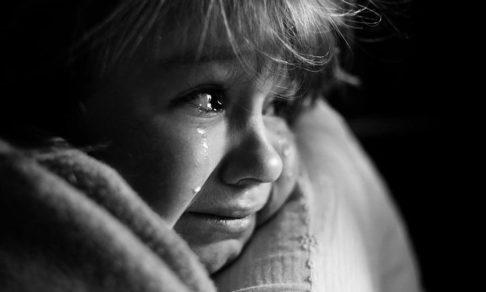 Как говорить с ребенком, который пережил горе