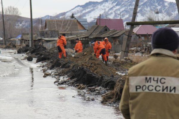 Почти 3000 человек эвакуированы на Алтае из-за паводка