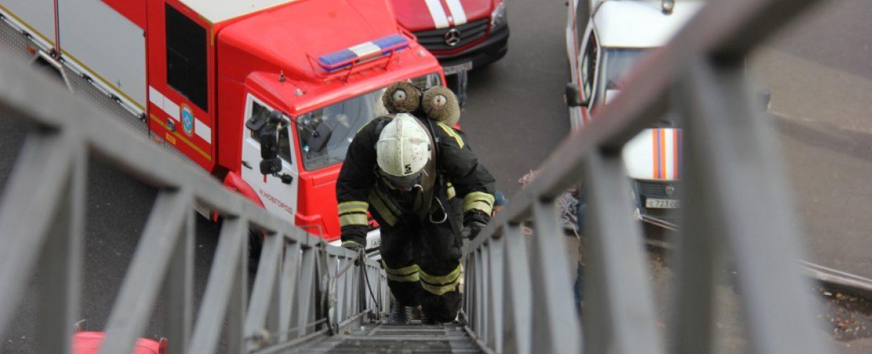 Пожар в общественном месте или в доме — как спасти себя и помочь другим