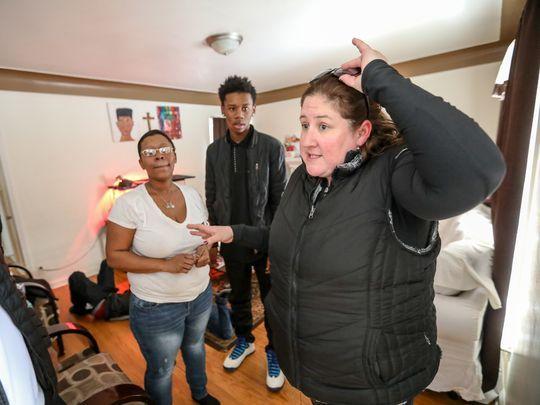 В Детройт с любовью обеспеченная женщина помогает 85 семьям
