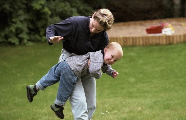 Вы видите, как ребенка бьют на улице – что делать