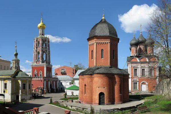 ДК Петлюра vs Высокопетровский монастырь: Что происходит. По пунктам