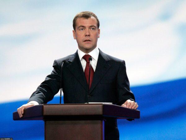 Дмитрий Медведев назвал бедность главной проблемой в России