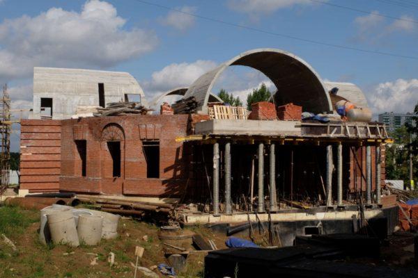 Православный храм в Чертаново достроят московские байкеры